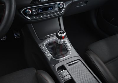 The sporty middle console of the new Hyundai i30 N Line.